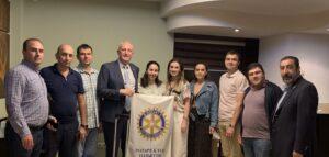 Оказание помощи для школ и библиотек Армении